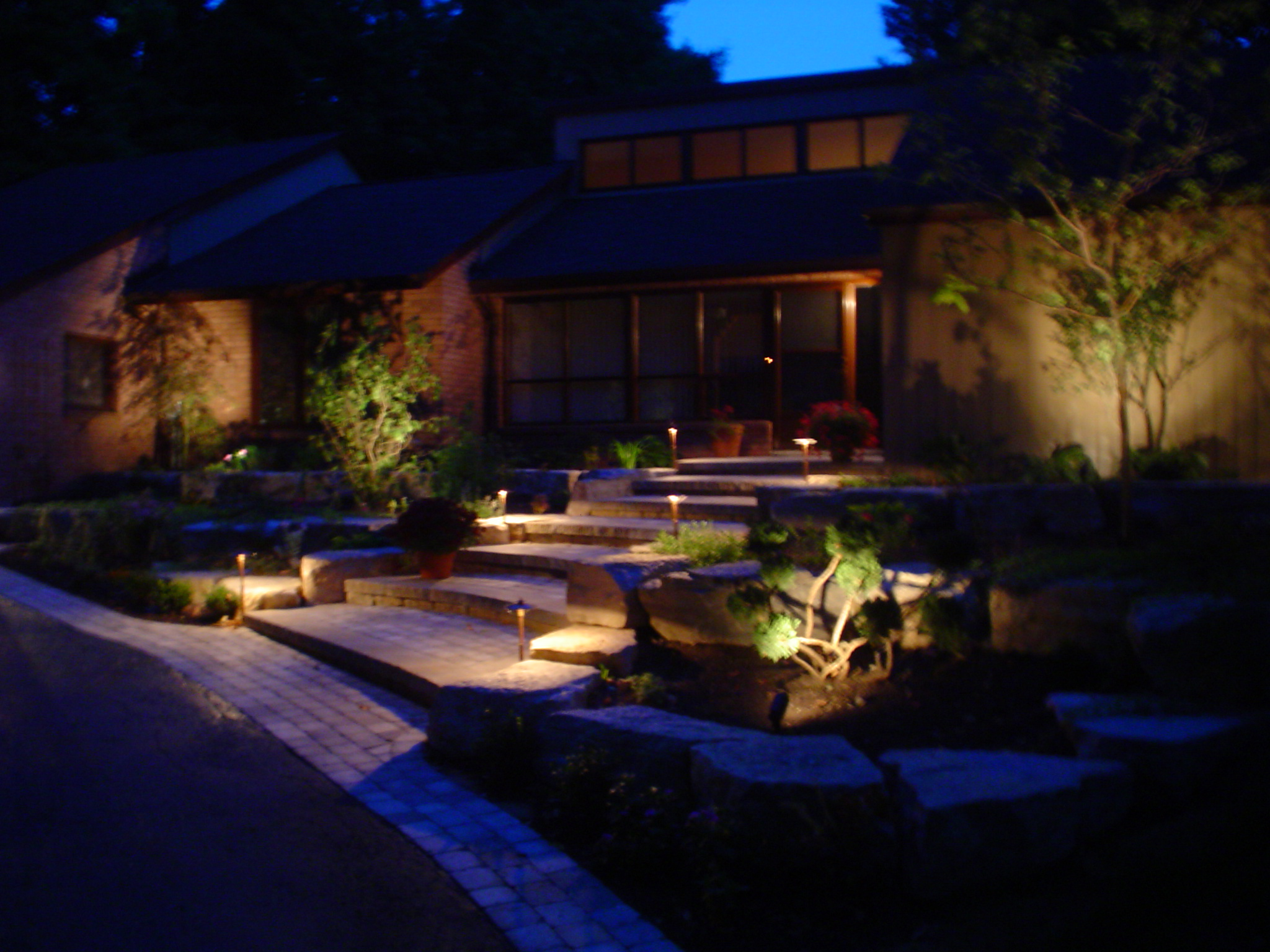 Landscape lighting ryan heath professional landscaping for Garden lighting designs